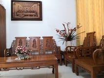 Teakwood oder Tectona Grandis ist ein tropisches Hartholz, das für für hochwertige Innenmöbel, besonders in Java, Indonesien benu stockbilder