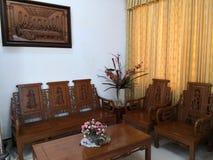 Teakwood oder Tectona Grandis ist ein tropisches Hartholz, das für für hochwertige Innenmöbel, besonders in Java, Indonesien benu stockfotografie