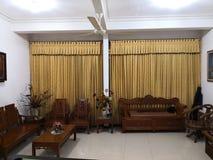 Teakwood oder Tectona Grandis ist ein tropisches Hartholz, das für für hochwertige Innenmöbel, besonders in Java, Indonesien benu stockbild