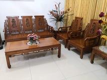 Teakwood oder Tectona Grandis ist ein tropisches Hartholz, das für für hochwertige Innenmöbel, besonders in Java, Indonesien benu lizenzfreie stockbilder