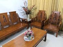 Teakwood oder Tectona Grandis ist ein tropisches Hartholz, das für für hochwertige Innenmöbel, besonders in Java, Indonesien benu lizenzfreie stockfotos