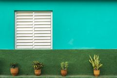 Teal и зеленый дом, ЮНЕСКО, Vinales, провинция Pinar del Rio, Куба стоковое изображение rf