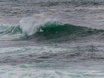 Teal Wave Rolling Over vidrioso Fotografía de archivo