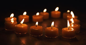 Tealight stearinljus i en form av en hjärta Royaltyfria Foton