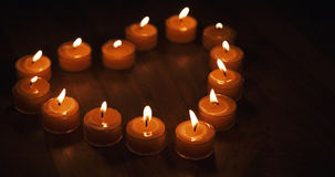 Tealight stearinljus i en form av en hjärta Royaltyfri Fotografi
