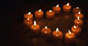 Tealight stearinljus i en form av en hjärta Arkivbilder