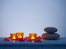 Tealights deixa pedras Fotografia de Stock
