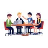Team arbete tillsammans på en IT-startaffär Arkivfoton