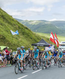 Team Astana på sänkan de Peyresourde - Tour de France 2014 Royaltyfri Bild