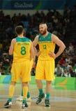 Team Australia na ação durante o fósforo de basquetebol do grupo A do Rio 2016 Jogos Olímpicos contra a equipe EUA Imagens de Stock Royalty Free