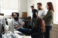 Team Brainstorming en taller de la reunión fotos de archivo
