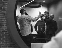 Team Brainstorming en taller de la reunión fotografía de archivo libre de regalías