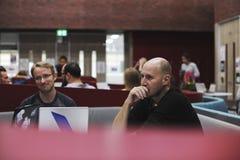 Team Brainstorming en taller de la reunión imagen de archivo libre de regalías