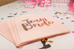 Team Bride Napkins arkivfoto