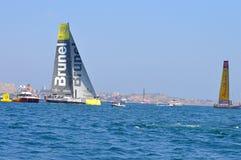 Team Brunel And Abu Dhabi antes do início da raça 2014 - 2015 do oceano de Volvo Foto de Stock