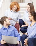 Team con il pc della compressa e del computer portatile sulla scala Immagine Stock Libera da Diritti