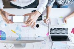 Team, das Foto des Arbeitsplatzes macht Lizenzfreie Stockfotos