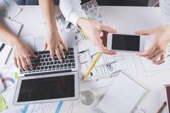 Team, das Foto des Arbeitsplatzes macht Lizenzfreies Stockfoto