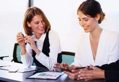 Team der Geschäftsperson arbeitet zusammen Lizenzfreie Stockfotos