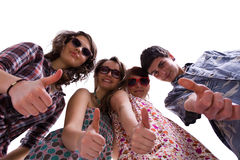 Team der jungen Leute, die sich Daumen zeigen Lizenzfreie Stockfotografie