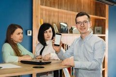 Team der Telekommunikation im B?ro lizenzfreie stockfotografie