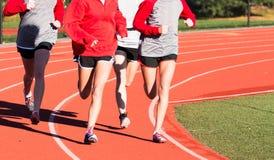 Team die van het meisjes het dwarsland op een spoor lopen Royalty-vrije Stock Afbeelding