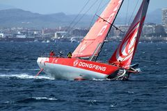 Team Dongfeng die na beginbeen 1 Alicante-Lissabon varen Stock Afbeelding