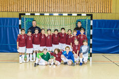 Team a E-juventude do clube do futebol do BSC levanta orgulhosamente para a foto Fotografia de Stock