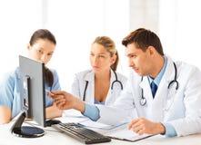 Team of groep artsen het werken Royalty-vrije Stock Foto's