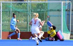 Team India besegrade Vitryssland vid 2-1 i women'shockey Royaltyfri Bild