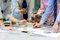 Team Job Business Concept People, der Darstellungs-Daten bespricht Stockfotos