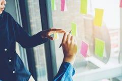 Team kreative Unternehmensplanung und das Denken an Ideen für succe Stockbild