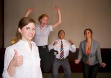 Team la celebrazione con la donna in priorità alta Fotografia Stock Libera da Diritti