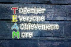 Team la signification écrite sur le fond de tableau noir, haute images stock
