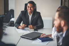 Free Team Leader And Business Owner Leading Informal In-house Business Meeting Royalty Free Stock Photos - 105071768