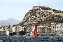Team Mapfre die na beginbeen 1 Alicante-Lissabon varen Stock Afbeeldingen