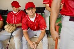 Team-mates do basebol no esconderijo subterrâneo fotos de stock
