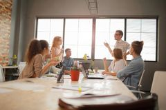 Team Meeting Brainstorming Planning Analysing-Konzept stockfoto