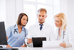 Team oder Gruppe Doktoren auf Sitzung Stockbilder