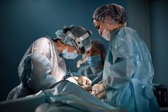 Free Team Of Women Surgeons In The Operating Room. A Modern Team Of Doctors During An Ancological Operation. Fight Against Royalty Free Stock Photography - 183746187