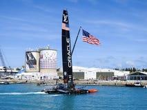 Team Oracle America et x27 ; tasse Bermudes 2017 de s arrivant au camp de base Photo libre de droits