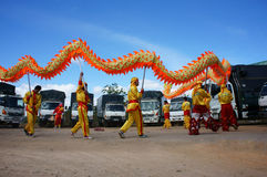 Team of people perform dragon dance Royalty Free Stock Photos