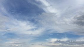 Team Russian Knights Aerobatic no festival aéreo mundial em Barnaul, Rússia vídeos de arquivo