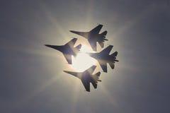 Team ST PETERSBURG, RUSSLAND adelt Aerobatic ` Russe ` Flugzeuge SU-30 und MiG-29 ` Lizenzfreies Stockfoto