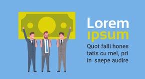 Team Of Successful Business Men que lleva a cabo éxito del billete de banco del dólar y concepto financieros del trabajo en equip Imagen de archivo libre de regalías