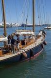 Team sur le yacht et le vieux détail de bateau de navigation Photographie stock