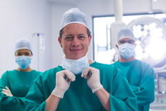Team of surgeons wearing surgical mask in operation theater Stock Photography