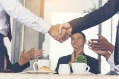 Team Teamwork Shake Hands Partnership begrepp royaltyfri foto
