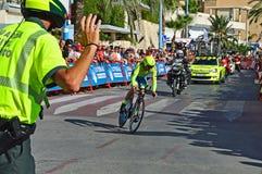 Team Tinkoff Rider Alberto Contador en ensayo del tiempo de Vuelta del La Imágenes de archivo libres de regalías