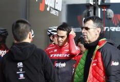 Team Trek Segafredo med Alberto Contador, innan utbildning Royaltyfri Fotografi